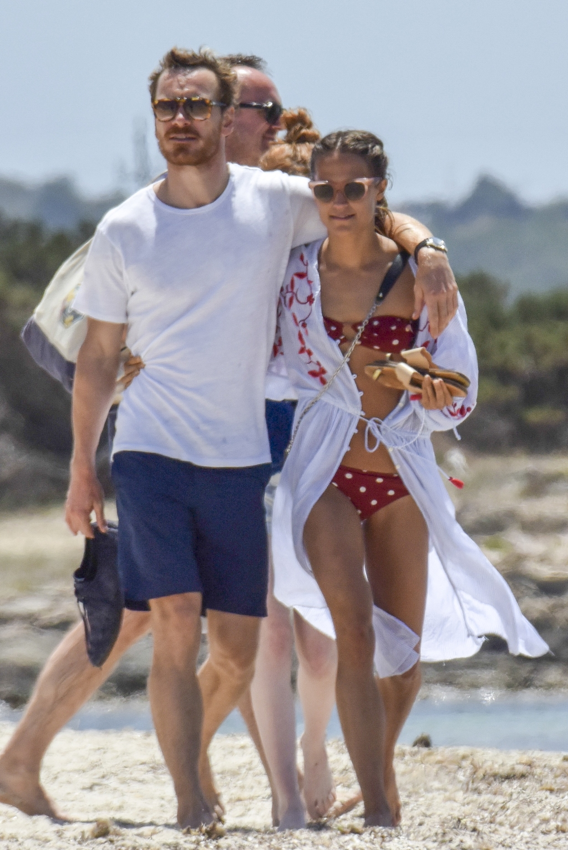 Alicia Vikander and Michael Fassbender beach PDA
