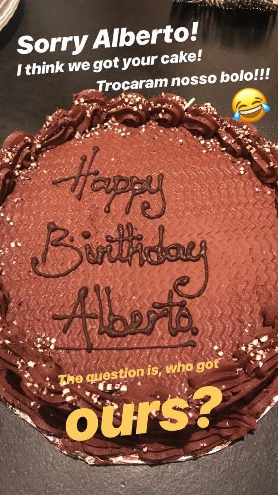 Prime Gisele Bundchen Leaves Bakery With Someone Elses Birthday Cake Funny Birthday Cards Online Inifodamsfinfo