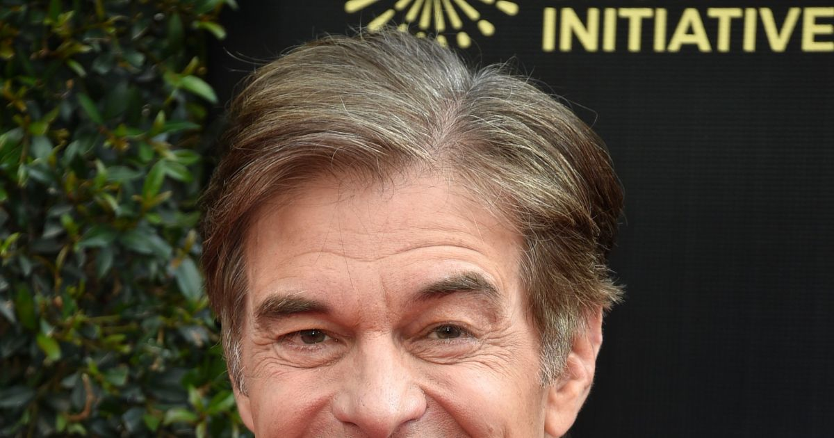 Dr. Oz reportedly saves man's life at airport using CPR, defibrillator.jpg