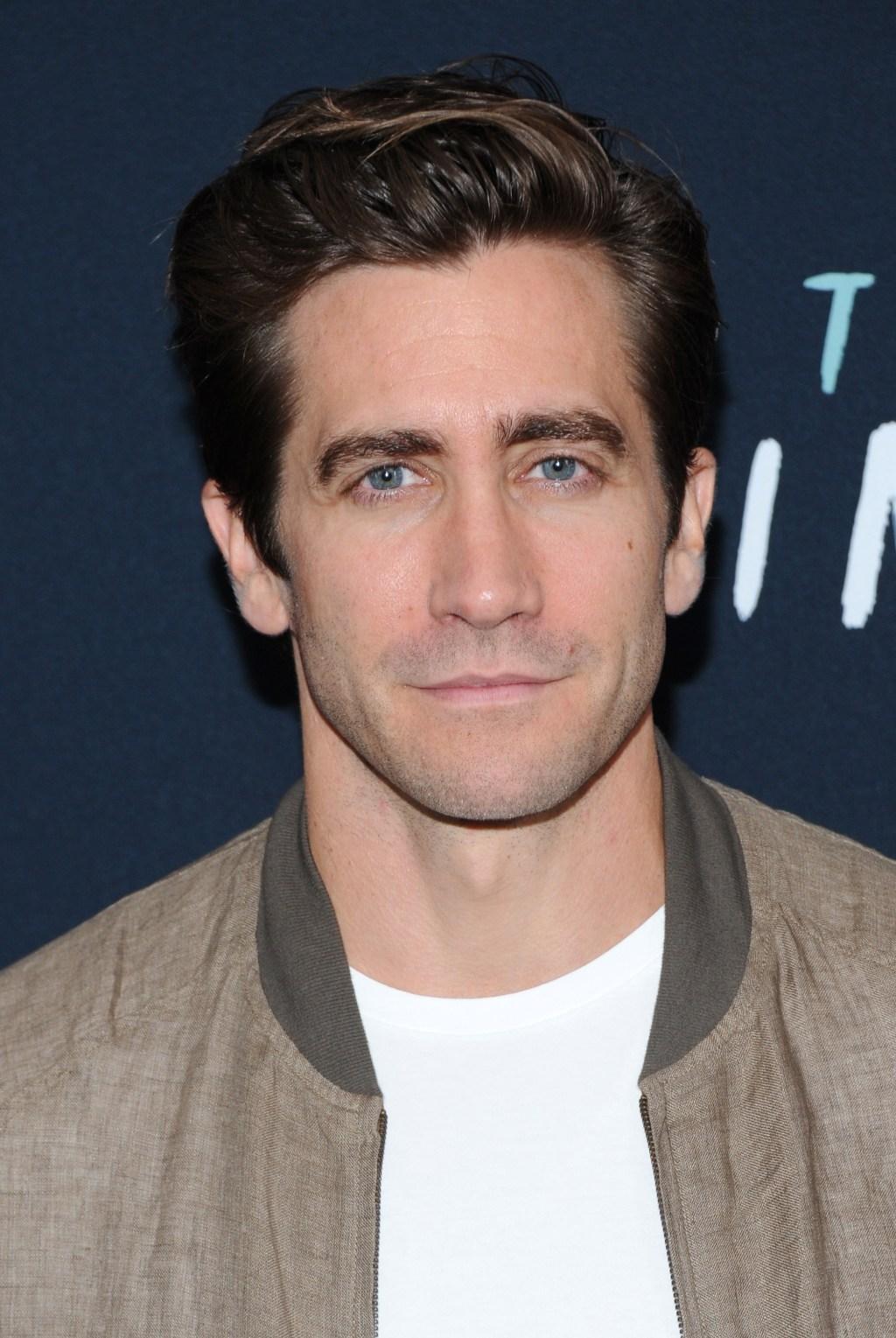 Jake Gyllenhaal cleanshaven