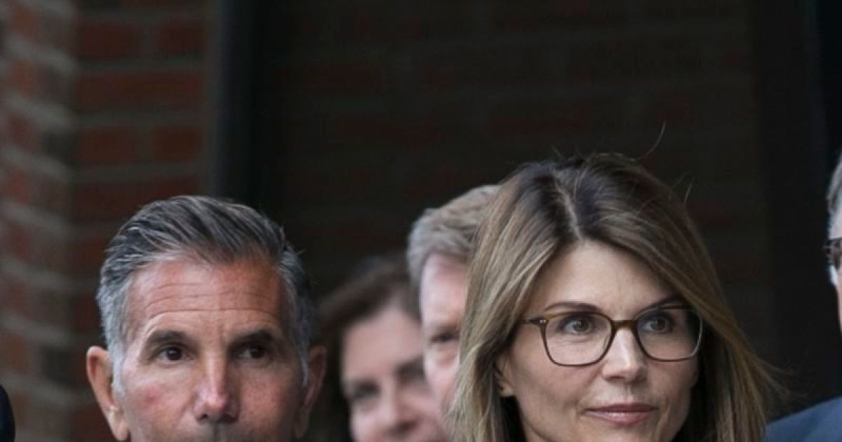 Lori Loughlin, husband retreated to luxe resort after prison stints: Report.jpg
