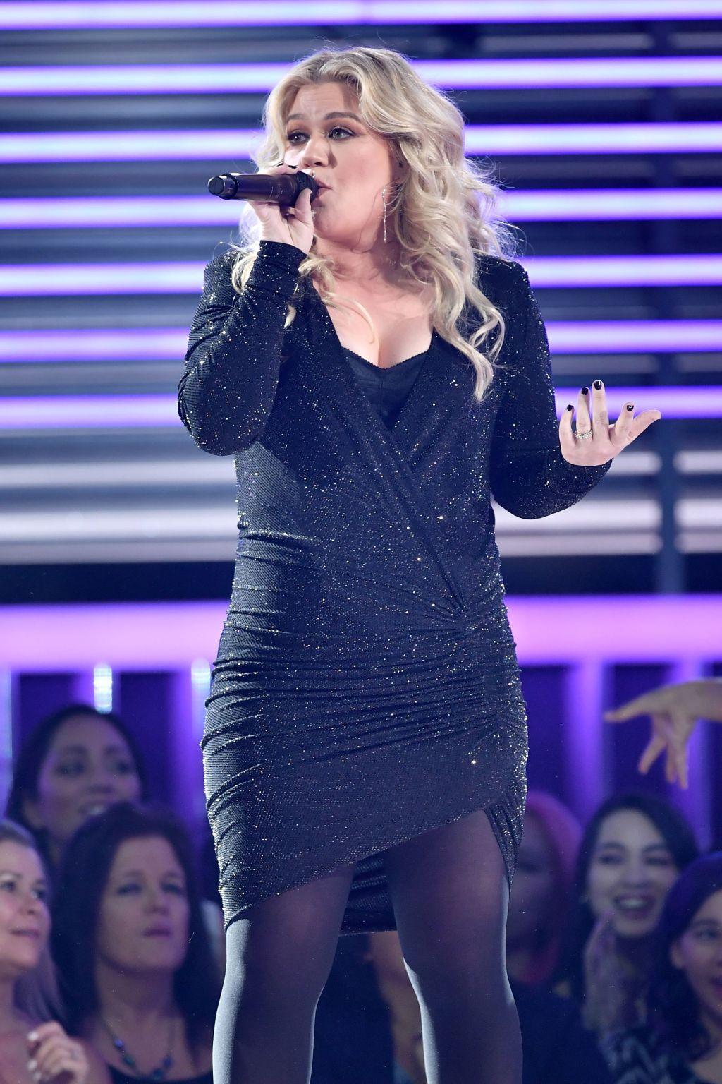 Kelly Clarkson billboard music awards