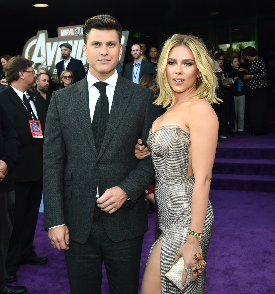 Colin Jost Remembers His First Meeting With Scarlett Johansson Wonderwall Com