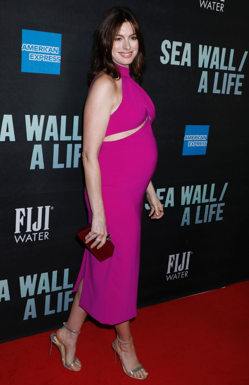 anne hathaway pregnant