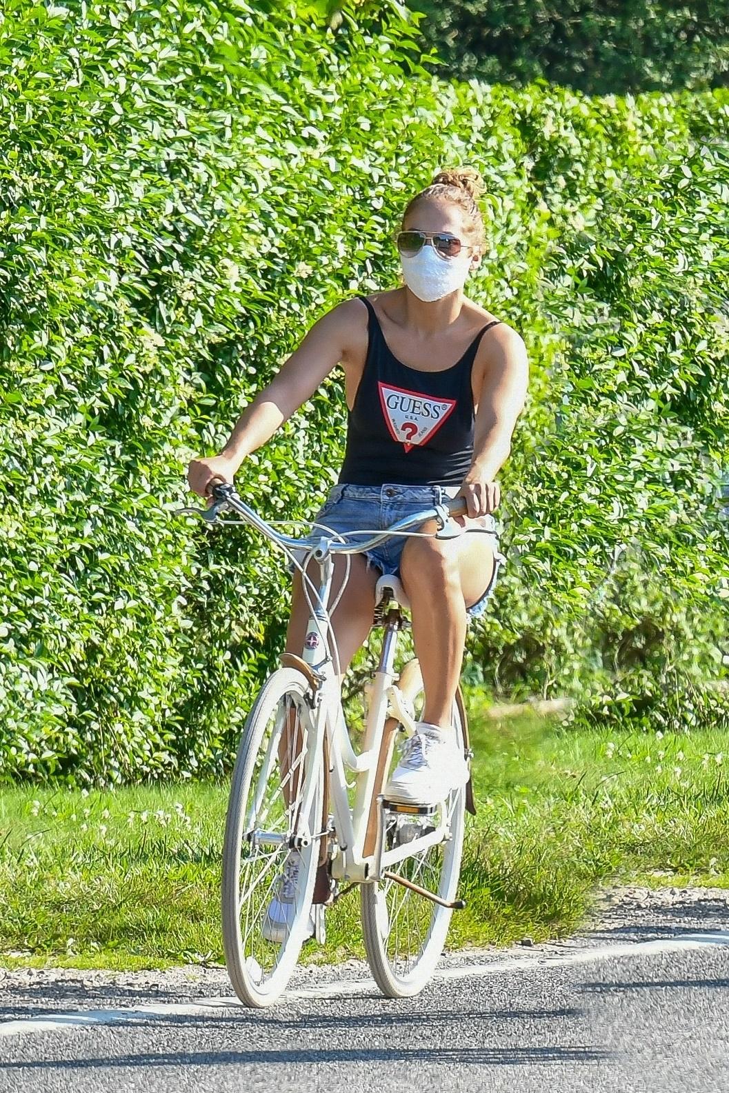 Jennifer Lopez bike ride