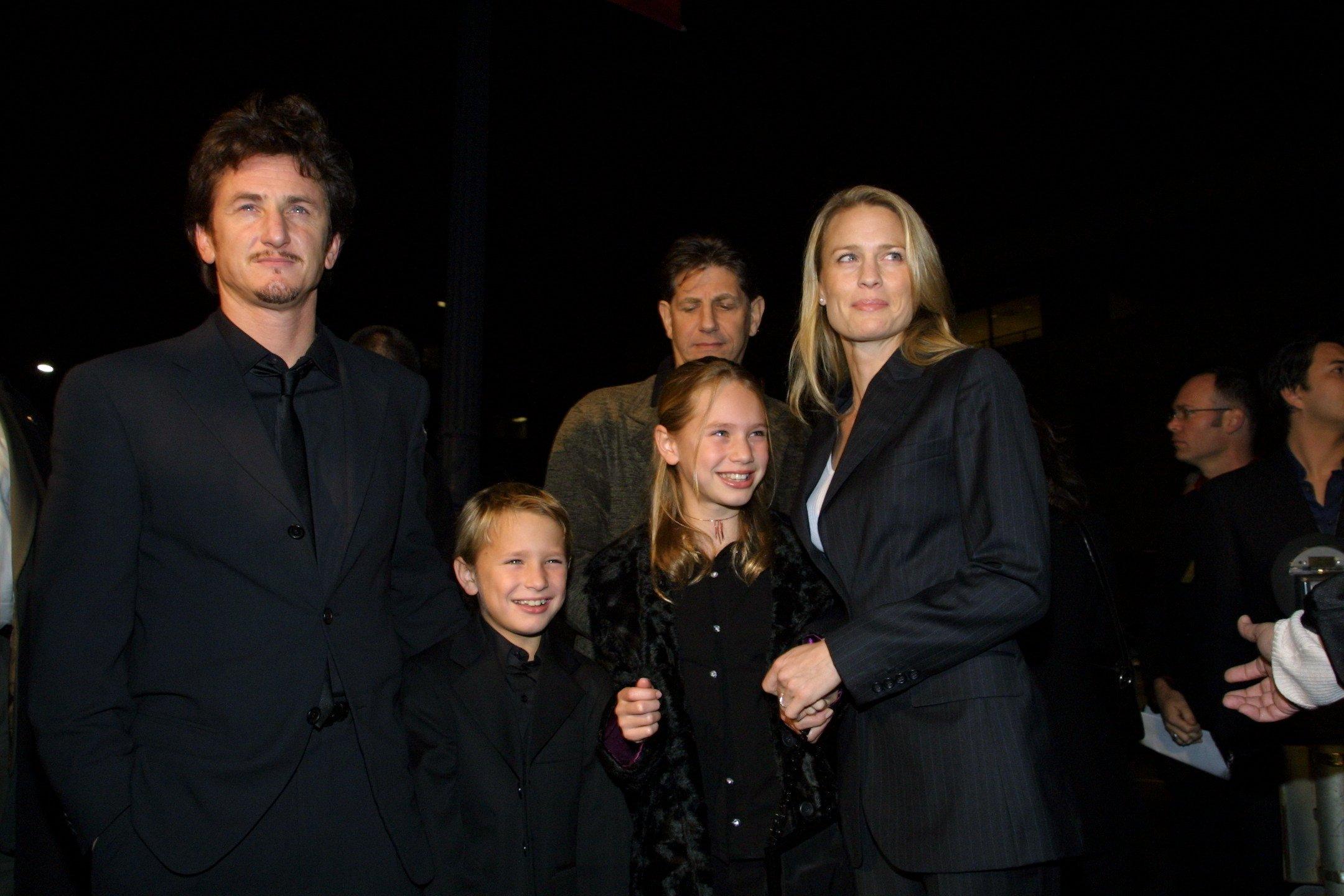 Sean Penn, Dylan Penn, Robin Wright, Hopper Penn
