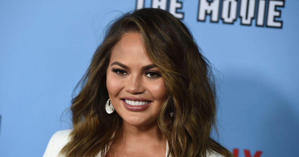 Chrissy Teigen publicly apologizes to Courtney Stodden for past tweets.jpg