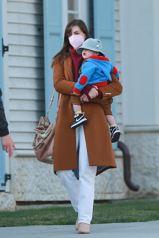 Anne Hathaway son