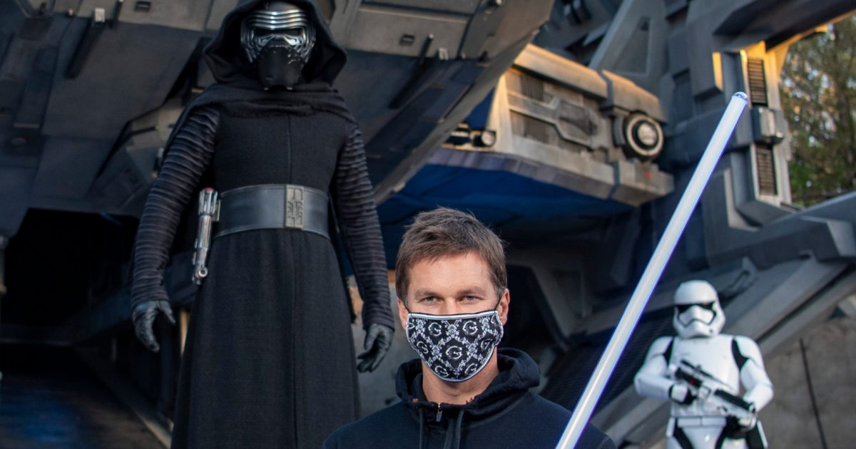 Tom Brady hangs out with Kylo Ren, plus more stars at Disney theme parks.jpg