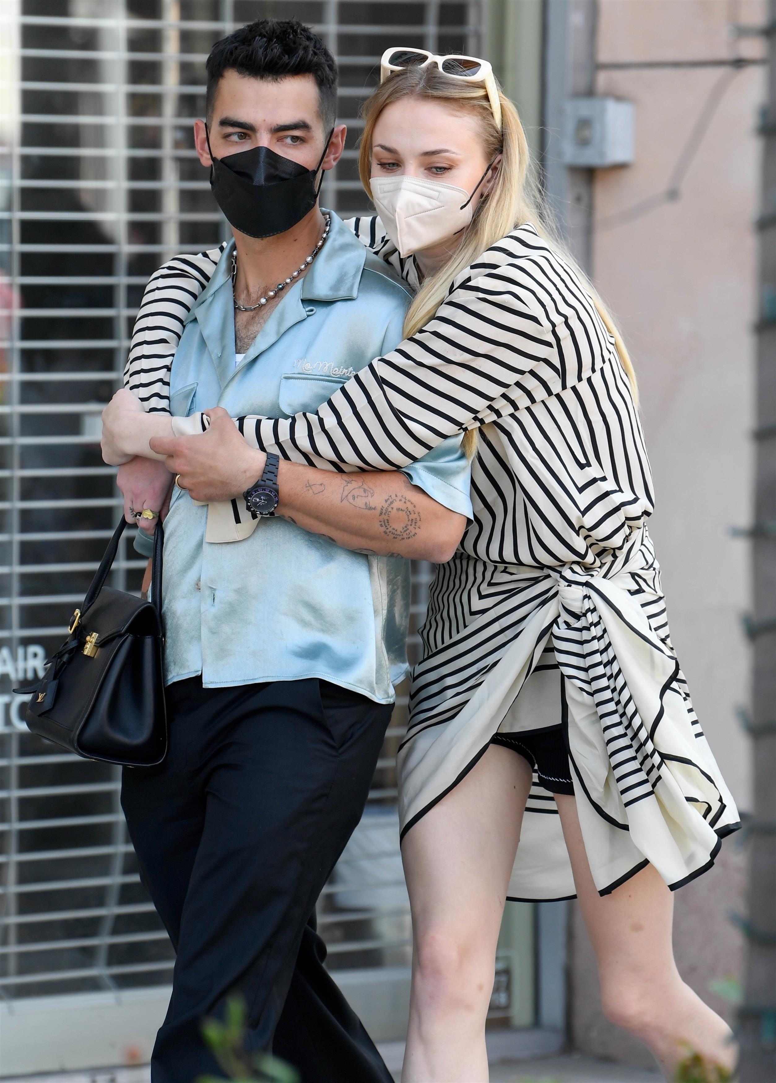 Joe Jonas takes Sophie Turner