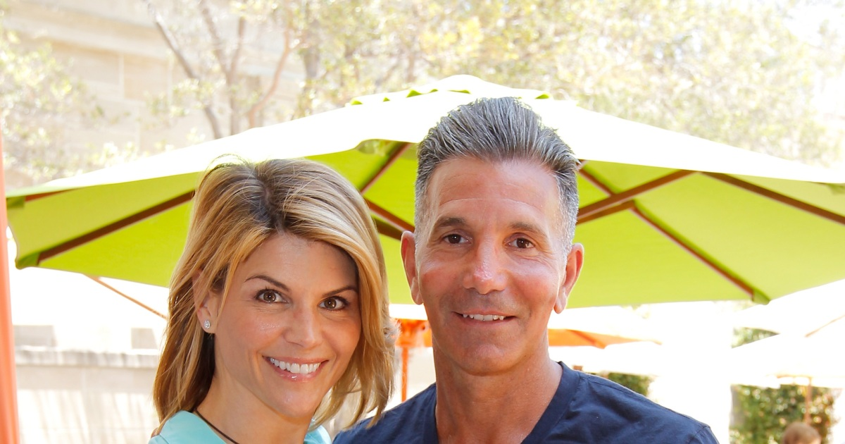 Lori Loughlin, husband ask judge to approve Mexican vacation.jpg