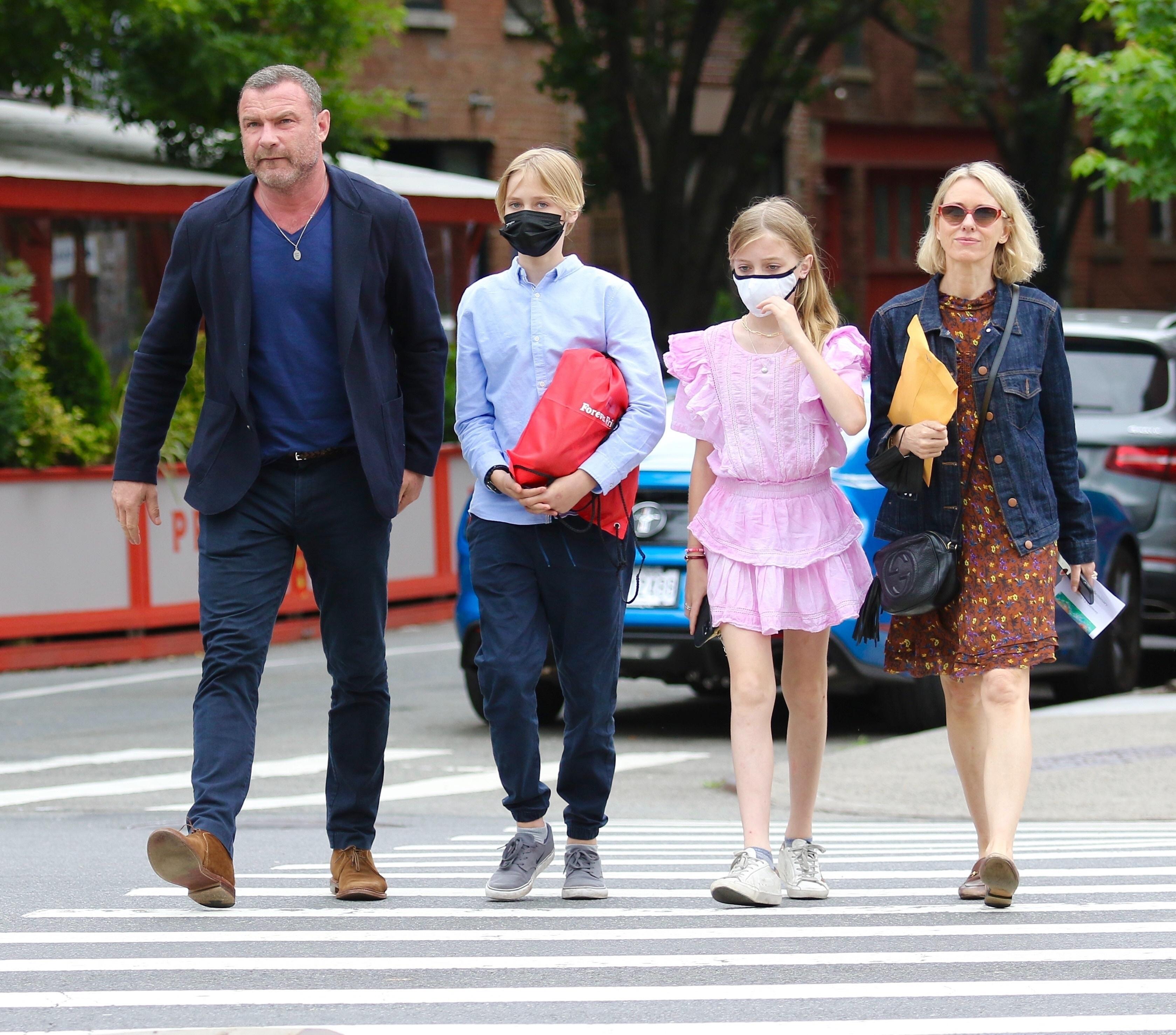 Naomi Watts, Liev Schreiber, Sasha Schreiber, Kai Schreiber