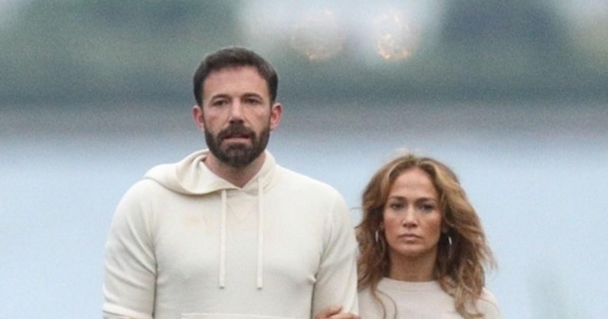 Jennifer Lopez ducks Ben Affleck question on TV.jpg