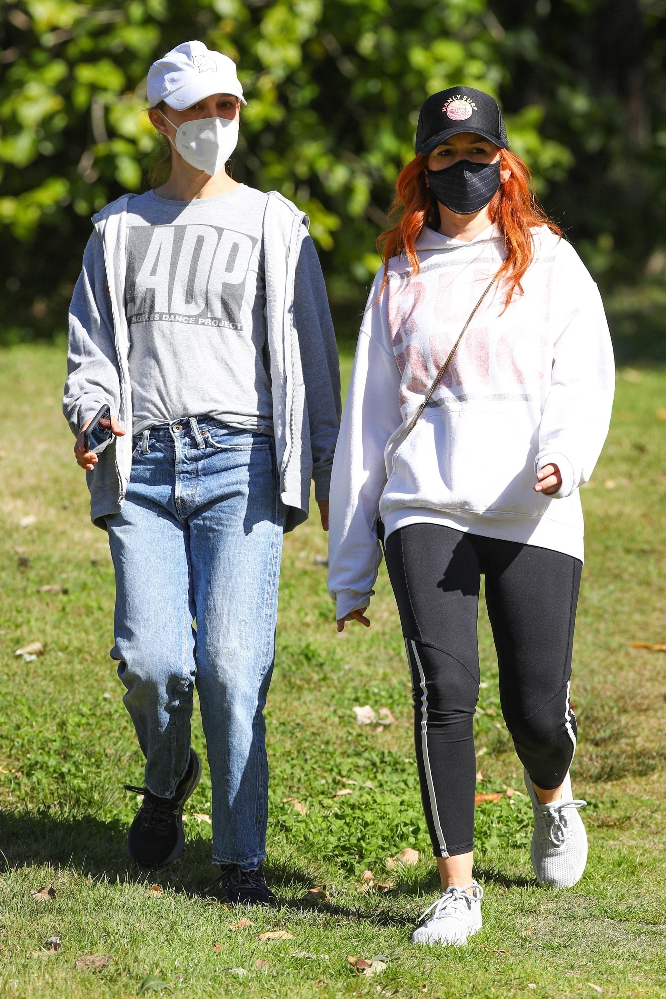 Natalie Portman and Isla Fisher