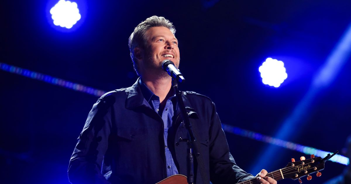 Blake Shelton recalls 'awkward' discussions with friends about wedding.jpg