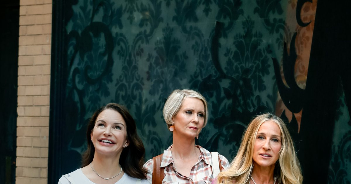 Carrie, Charlotte and Miranda are back! The best 'And Just Like That…' behind-the-scenes pics.jpg