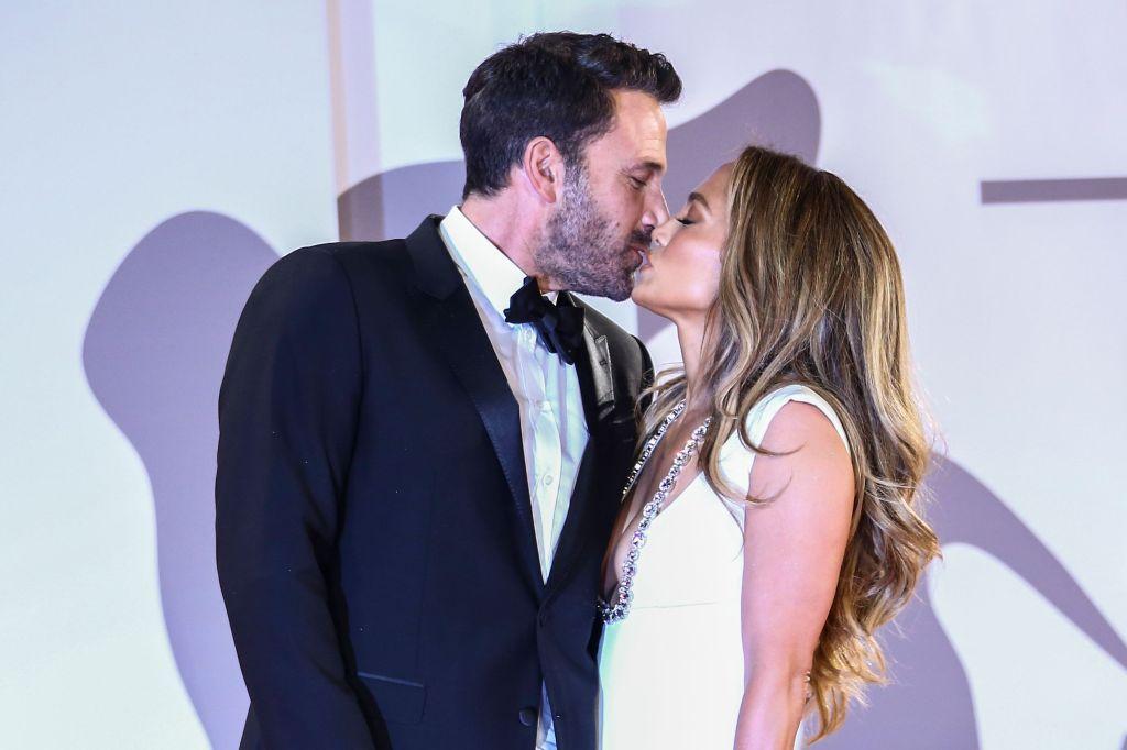 Ben Affleck, Jennifer Lopez, Venice Film Festival kiss