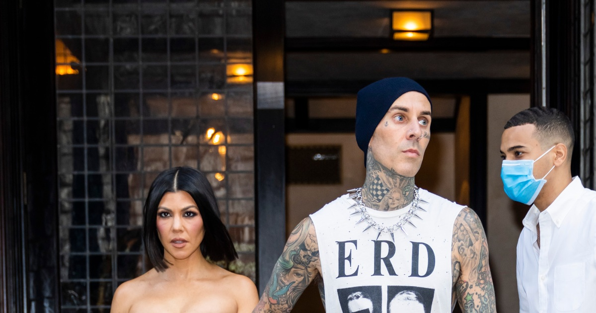 See Travis Barker and Kourtney Kardashian's sweetest and sexiest outings during their 'SNL' NYC trip this week.jpg