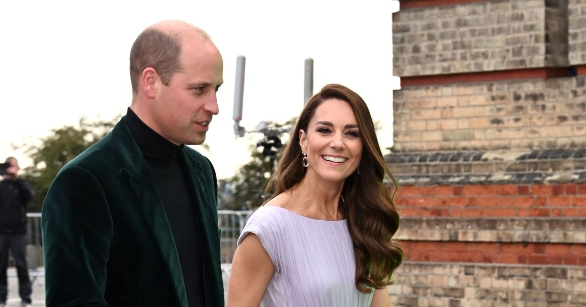 Prince William looks suave in green velvet and a turtleneck, more stars at the Earthshot Prize Ceremony 2021.jpg
